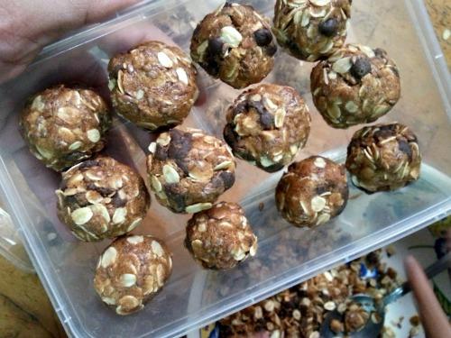 no-bake-oatmeal-lactation-balls-9